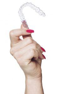 nakładki prostujące zęby Brightalign są niewidoczne dla innych