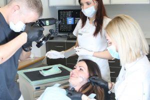 Dokumentacja fotograficzna pozwala na precyzyjne zaprojektowanie nowego uśmiechu. Implanty Szczecin