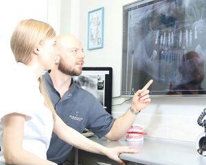 Pantomogram, czyli rtg panoramiczne - to przeglądowe zdjęcie rtg wszystkich zębów oraz kości szczęk. Implanty Szczecin.