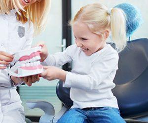 leczenie dzieci jest podstawą dbania o uśmiech od najmłodszych lat