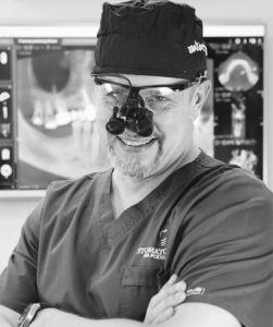 dr n.med. Tomasz Cegielski - Master in Science in Oral Implantology, specjalista i-go stopnia, Implantolog z 25-letnim stażem pracy. Odpowiada za implantologię oraz implantoprotetykę a w szczególności skomplikowane rekonstrukcje zgryzu. Dyrektor medyczny Stomatologii na Podzamczu w Szczecinie.