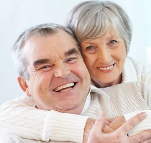 Protezy zębów zapewniają nowy uśmiech oraz komfort życia